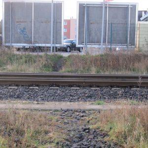 Trampelpfad über die Gleise stellt eine große Gefahr dar