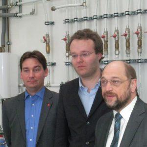 v.l.n.r.: SPD-Kreisparteichef Sebastian Hartmann, Landtagskandidat Folke große Deters, SPE-Fraktionschef Martin Schulz.